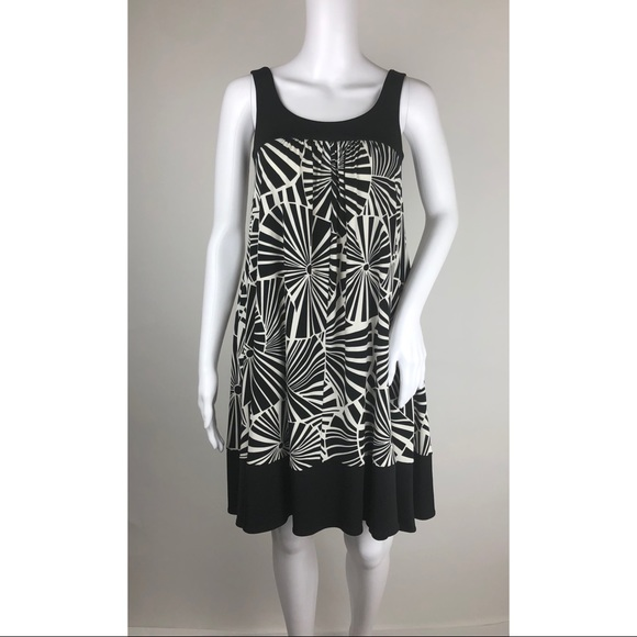 Maggy London Dresses & Skirts - Maggy London Black and White Short Maxi Size 2